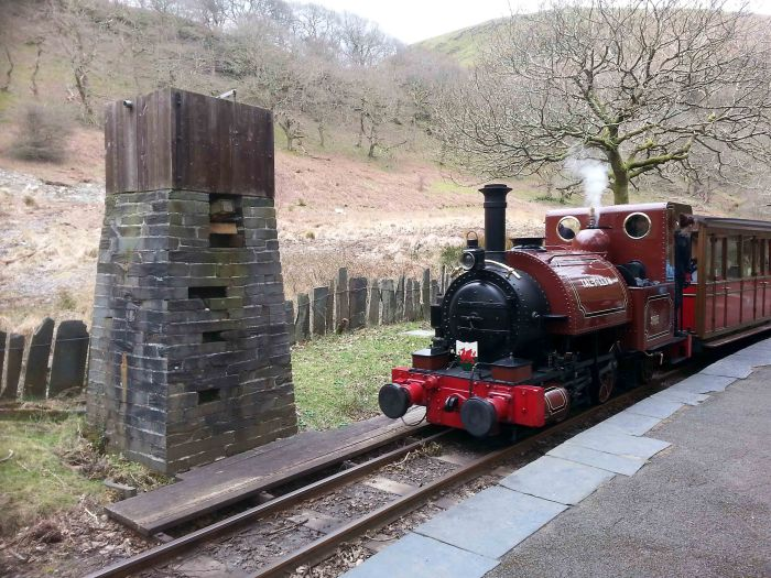 Talyllyn arrives at Dolgoch